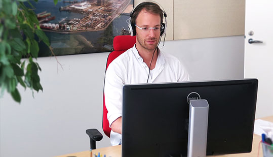 Picture of White male using a computer